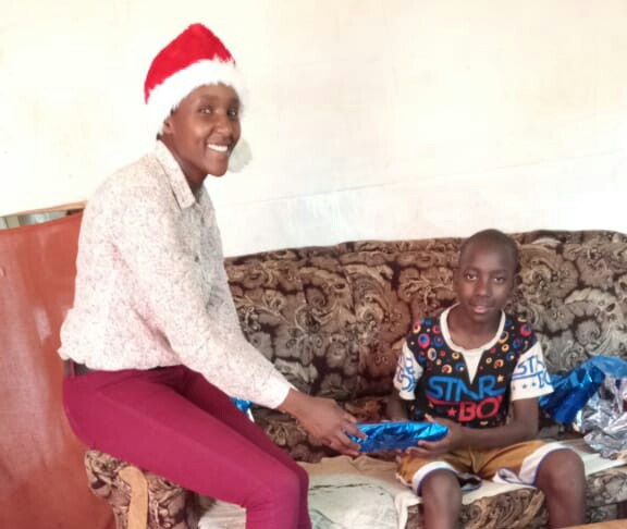 Angosi receiving his gift