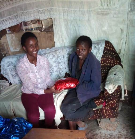 Cathrine's sister {wangare} receiving her gift
